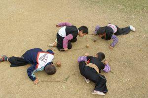 Jangan Larang Anak Bermain Tanah, Membiarkan Anak Bermain Di Tanah Lebih Baik Daripada Bermain Gadget, www.mukjizat.co
