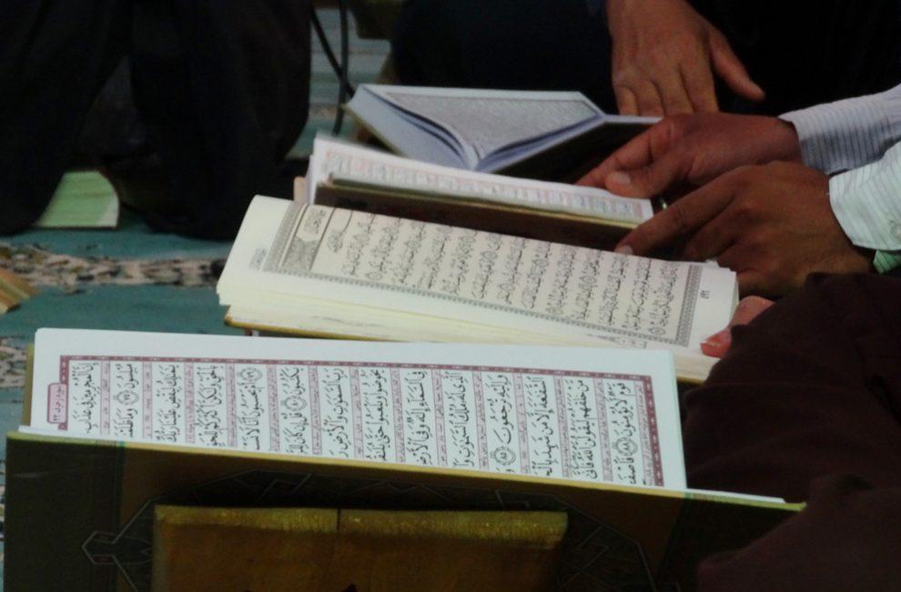 Tak Disangka, Ternyata Ini Rahasia Hafalan Orang Arab yang Kuat, rahasia hafalan al-quran, cara menghafal al-quran. www.mukjizat.co