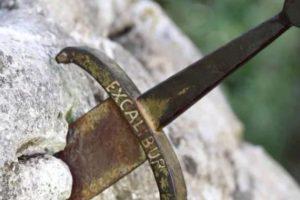 Pedang Tak Kuasa Tembus Hati2